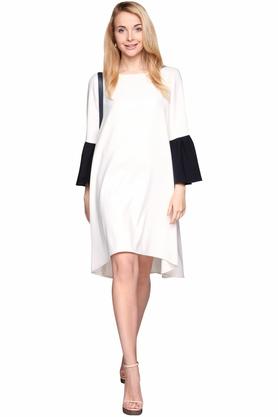 Sukienka z granatowymi rękawami biała PROJEKTANT Monika Nera