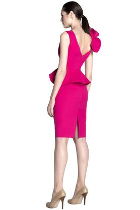 Sukienka ołówkowa z falbanami różowa PROJEKTANT Rina Cossack