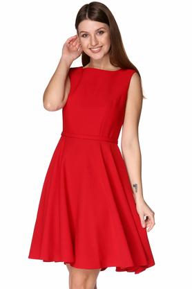Sukienka z dekoltem w łódkę rozkloszowana czerwona PROJEKTANT Rina Cossack