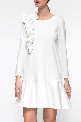 Sukienka z falbaną i aplikacją ecru PROJEKTANT Yuliya Babich