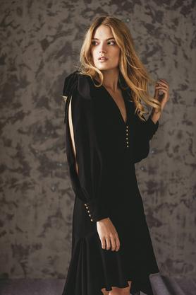Sukienka z asymetryczną falbaną czarna PROJEKTANT VerityHunt
